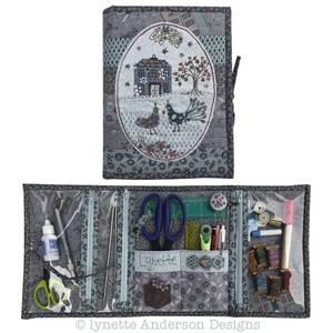 Bilde av Lynette Anderson The ultimate travel sewing companion
